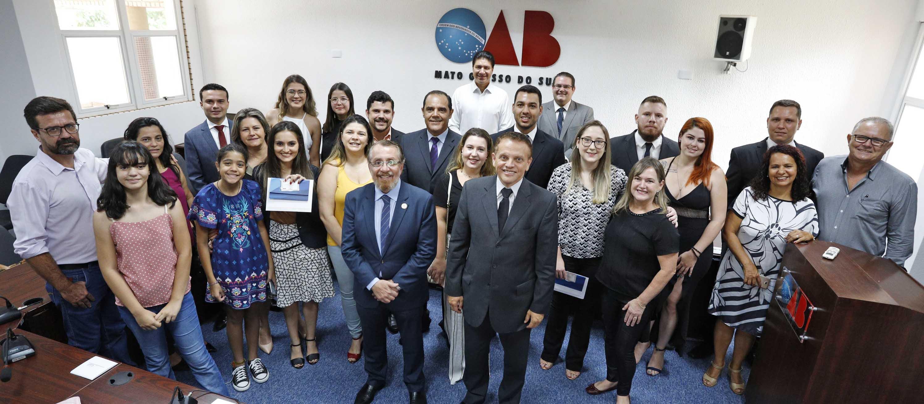 Sete novos advogados e advogadas recebem carteira da OAB/MS