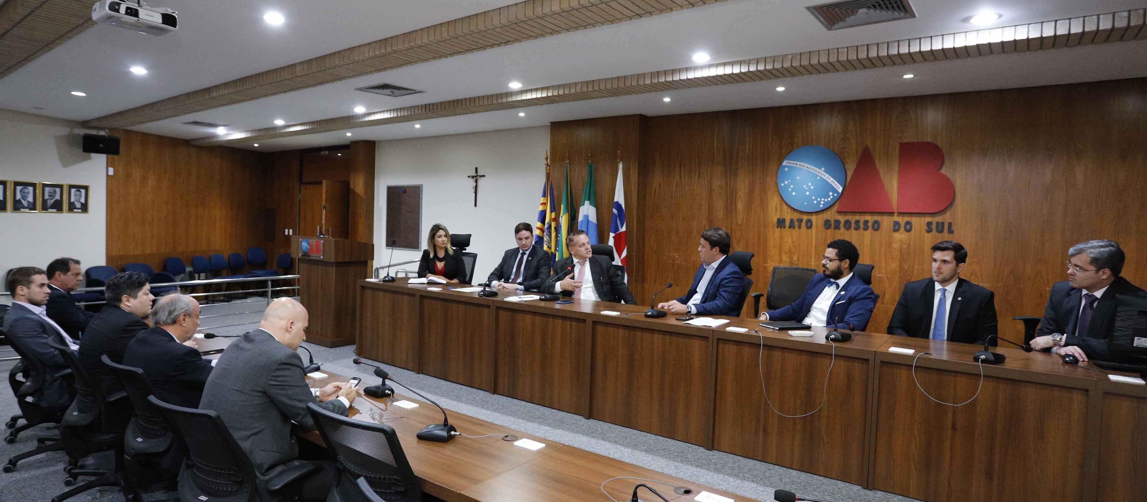 OAB/MS recebe Secretário Estadual de Fazenda Felipe Mattos para discutir alta no preço da gasolina