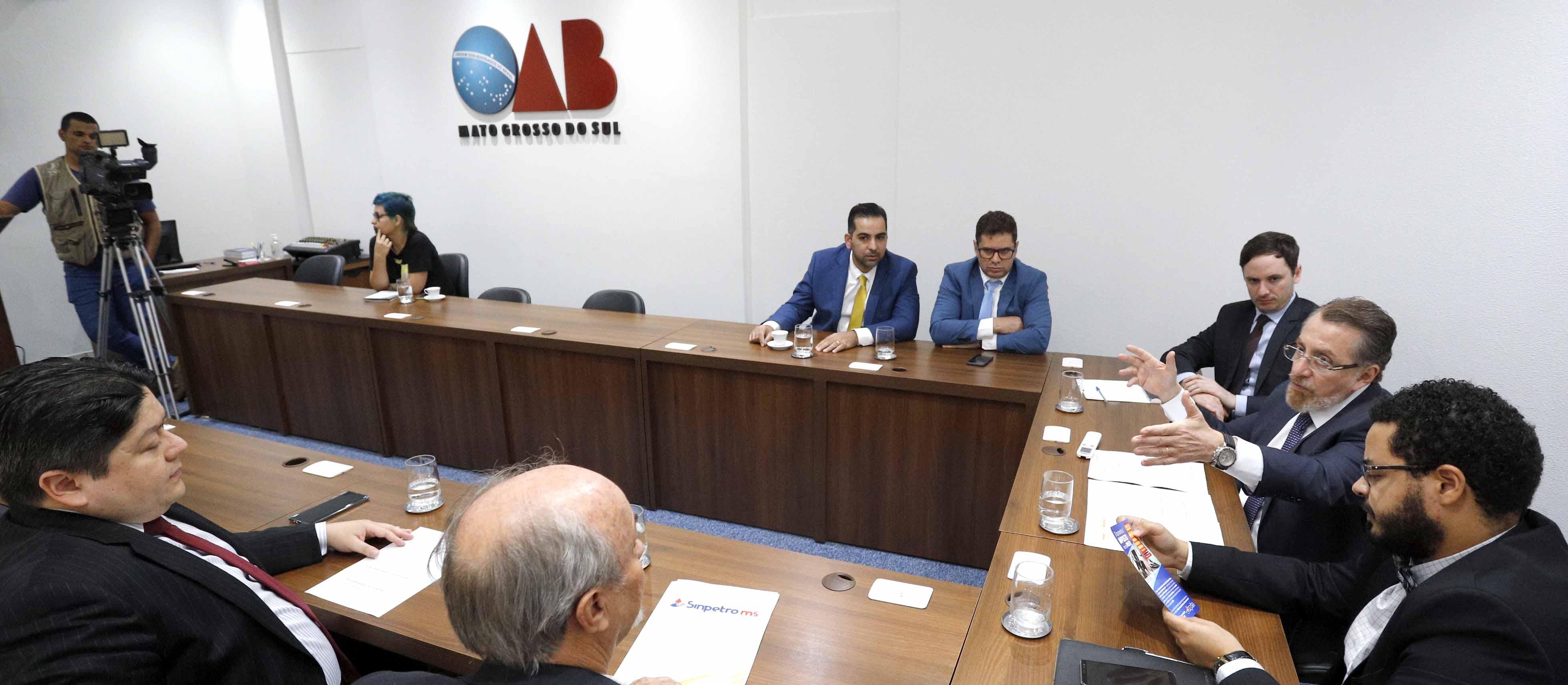 Instituições pedem apoio da OAB/MS acerca de alta na cobrança de ICMS sobre combustíveis