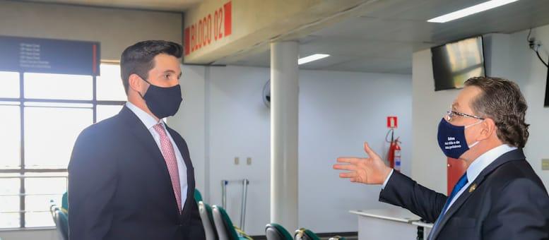 Presidente Mansour e Conselheiro Federal Vinícius Paiva acompanham retorno das atividades presenciais no Fórum da Capital